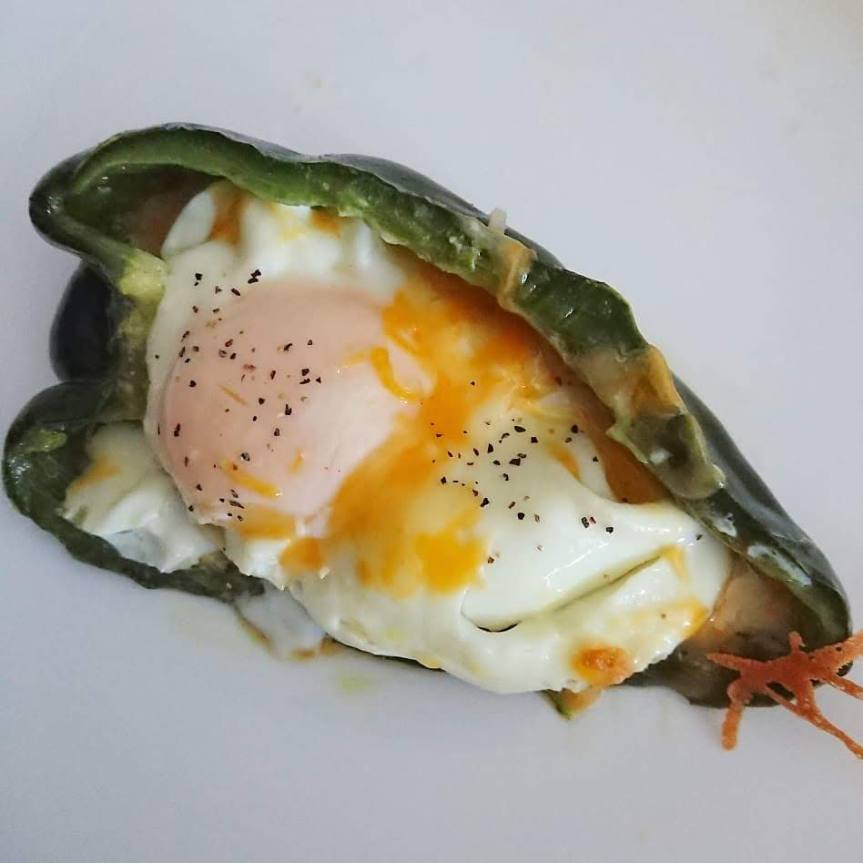 Cheesy Eggs in Pepper Boats